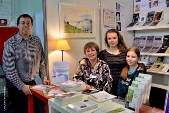 """Flora PANESI et sa famille présentent le livre """"FLEUR DE FARINE"""" au Stand ACRODACROLIVRES"""